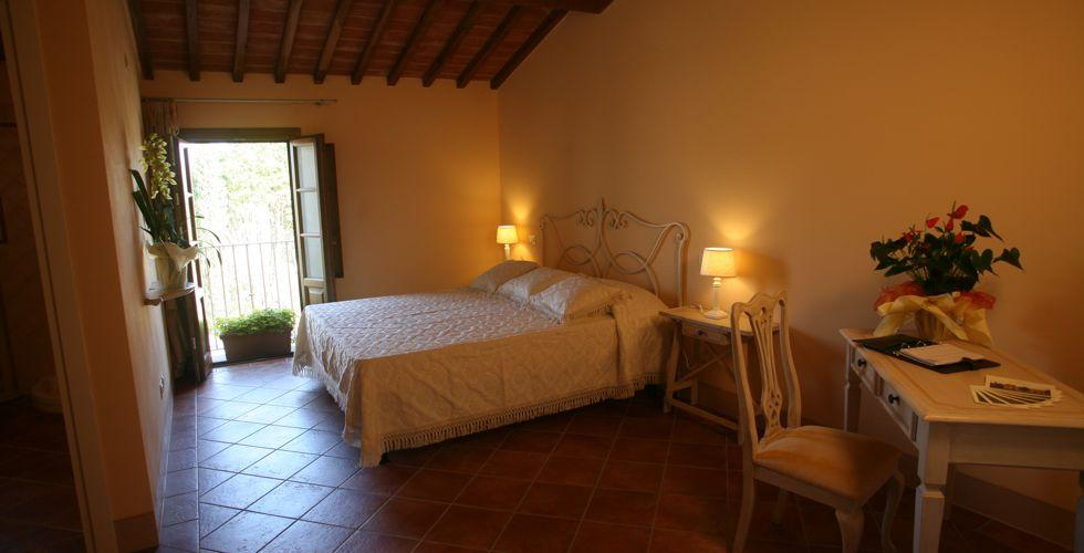 Confortevoli camere in country resort in toscana for Camere complete online